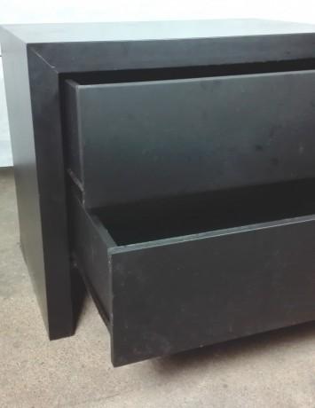 cama-e-2-mesas-de-cabeceira-em-preto-big-5
