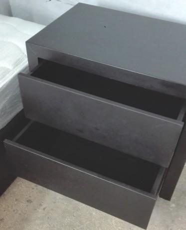 cama-e-2-mesas-de-cabeceira-em-preto-big-3
