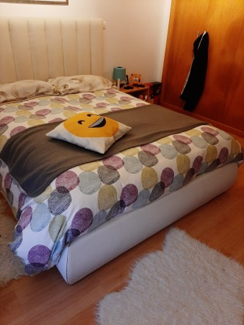 cama-casal-estofada-em-pele-branco-design-moderno-big-3