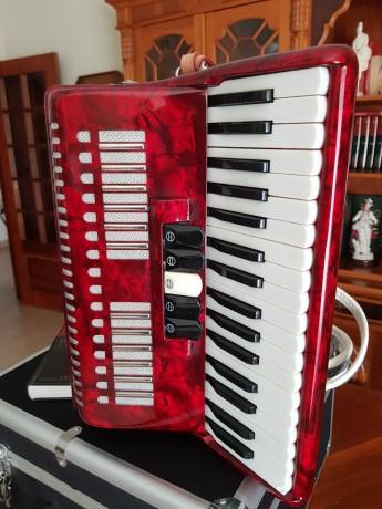 vendo-acordeon-de-teclas-bonetti-vermelho-em-optimo-estado-com-caixa-de-transporte-big-1