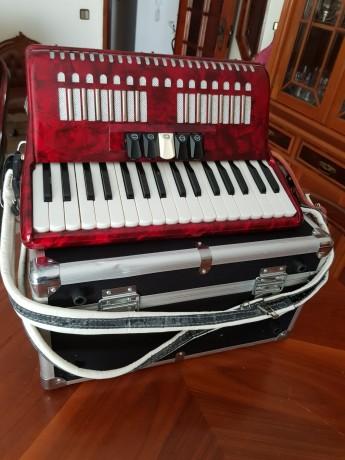 vendo-acordeon-de-teclas-bonetti-vermelho-em-optimo-estado-com-caixa-de-transporte-big-3
