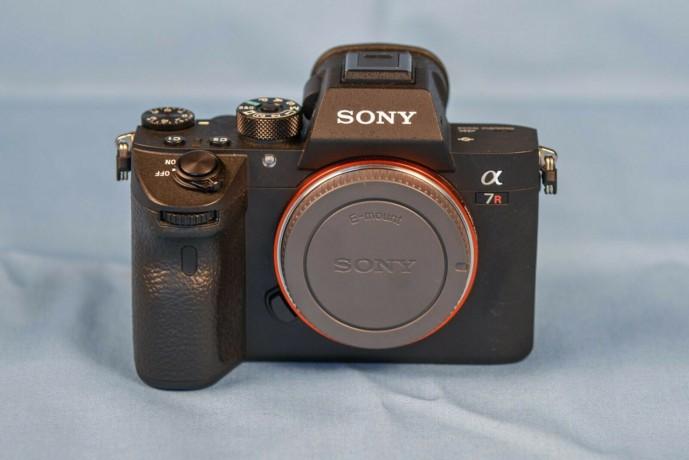 sony-alpha-a7r-iii-424mp-mirrorless-big-1