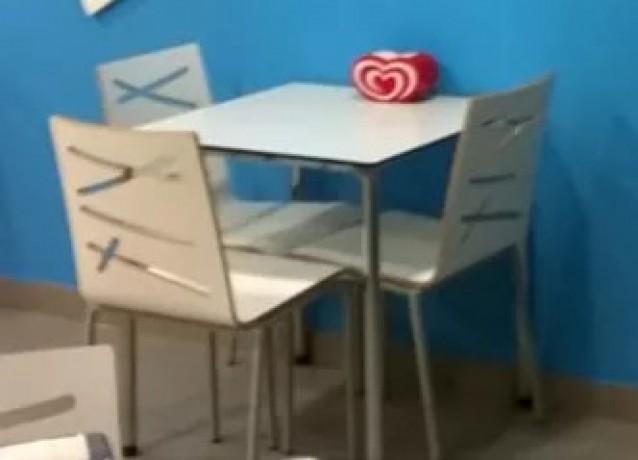 mesas-e-cadeiras-de-cafetaria-big-0