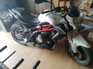 Moto Benelli 302