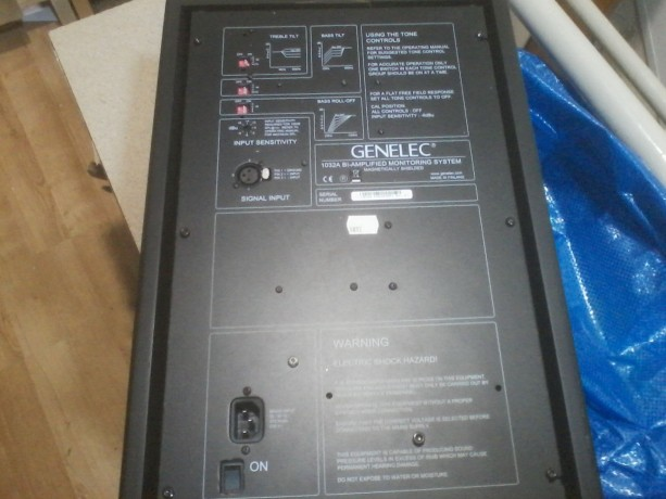 2-monitors-de-estudio-genelec-1032a-big-1